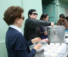 Sirviéndoles el desayuno Responsabilidad Social BRG Casa Hogar Emmanuel
