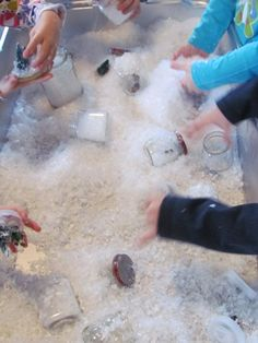 Snow globe sensory play - Pinned by & Please visit for all (hundreds of) our pediatric therapy pins Preschool Christmas, Christmas Activities, Christmas Themes, Preschool Winter, Pre K Activities, Winter Activities, Sensory Activities, Winter Fun, Winter Theme