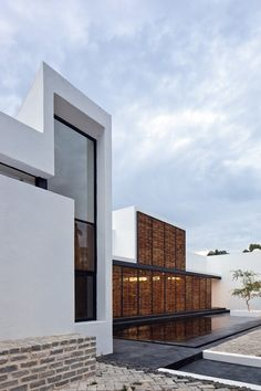 Image 1 of 41 from gallery of Studio House on Chapálico Sea / ARS° Atelier de Arquitecturas. Photograph by Onnis Luque Beautiful Architecture, Contemporary Architecture, Art And Architecture, Contemporary Interior, Studio House, Design Exterior, Residential Architecture, Tulum, Building A House