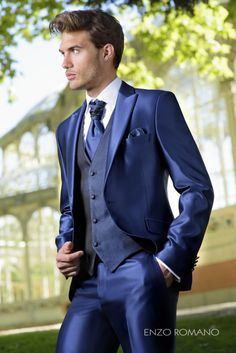 Custom Made bright Blue Mens Suit 3 Piece 2017 New Arrivals Party tuxedos Men Wedding Suits Vests Pants Slim Fit Bussiness Blaze Wedding Men, Wedding Suits, Wedding Attire, Wedding Dresses, Mens Fashion Suits, Mens Suits, Rustic Groomsmen Attire, Designer Suits For Men, Groom Style