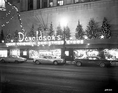 Revisit 6 retail titans from Minnesota's Twentieth-century division store heyday - DIY & Crafts Vintage Christmas Photos, Retro Christmas, Vintage Holiday, Outdoor Christmas, Modern Christmas, Holiday Photos, Vintage Photos, Store Window Displays, Display Windows
