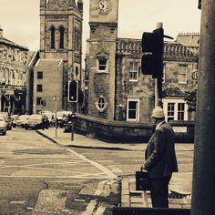 Stockbridge #peopleofedinburgh #edinburghstreets #iloveedinburgh #outandabout #stockbridge #oldman #peoplewatching #stockbridgestrolling
