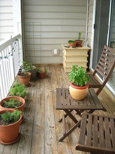 small patio ideas (tiny gardens)