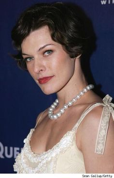 Stunning Milla Jovovich looking gorgeous and classy as ever