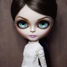 Sophie Ellis Bextor @sophieellisbextor Custom Doll: @erregiro Dress: @alejandropostigo_