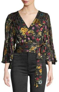 Why do I love this Alice + Olivia Bray Pleated-Sleeve Wrap Top so? Boho Fashion, Fashion Outfits, Womens Fashion, Pencil Cut Skirt, Caftan Dress, Blouse Vintage, Blouse Styles, Top Pattern, Alice Olivia