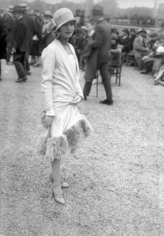 Vintage Style…Royal Ascot fashion a living proof of an immortal style. One could wear this outfit to Royal Ascot at present and hit the best dressed list time and time again. 20s Fashion, Art Deco Fashion, Fashion History, Retro Fashion, Vintage Fashion, Flapper Fashion, Fashion Stores, Fashion Fashion, Fashion Women