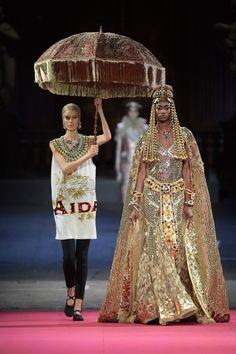 Dolce & Gabbana Haute Couture Printemps-Été 2020 - Défilé | Vogue Paris