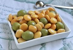 What are lupini beans? How do I cook lupini beans? How do I eat lupini beans? All these lupini questions are answered here along with suggestions for other Italian Christmas dishes. Lunch Snacks, Healthy Snacks, Protein Snacks, Lupini Beans Recipe, Italian Beans, Italian Foods, Italian Cooking, Bean Recipes, Vegetarian Recipes