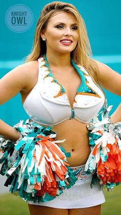 New England Patriots Cheerleaders, Eagles Cheerleaders, Dolphins Cheerleaders, Hottest Nfl Cheerleaders, Cute Cheer Pictures, Cheerleading Photos, Professional Cheerleaders, Cheer Outfits, Beautiful Athletes