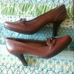 """New With Tags Talbots Shoes, Size 7 N, Narrow New with tags, never worn. A couple of minor scuff marks on side of sole and leather. Not noticeable unless looking for them. See photos. A small letter A written on bottom of each shoe. Nice quality leather, and sole and heel are probably solid wood. The tag reads for size and style: """" 7 N, Ginny"""". Reads 7 AA imprinted on sole.  Classic, stylish shoe. Original price on tag reads $98, the sale price was $39. Talbots Shoes Heels"""
