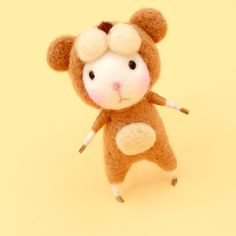 Design: Needle felted Animal Cute Mice/MousesLeoconstellation In Stock:2-4 days for processing Include: Only The Needle Felting Mice Color:White &Brown Material: Felt Wool (100% merino wool), Plastic Eyes, Leather, Love Size:...
