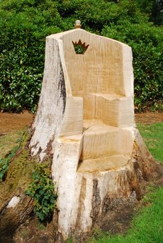 Throne for kids! oak throne carved using a chainsaw from an old tree stump ; Outdoor Projects, Outdoor Decor, Outdoor Play, Wood Projects, Tree Carving, Tree Trunks, Oak Tree, Cool Chairs, Yard Art