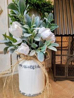 Today, I am going to show you a simple arrangement that is gorgeous, has an English garden feel and is a perfect addition to your farmhouse decor. The lush greenery really sets off the vibrant white of these tulips. This centerpiece would look totally at Tulpen Arrangements, Floral Arrangements, Flower Arrangement, Country Farmhouse Decor, Rustic Decor, Farmhouse Style, Farmhouse Garden, Vintage Farmhouse, Country Chic