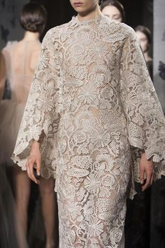 View all the detailed photos of the Valentino haute couture spring 2014 showing at Paris fashion week. Valentino Couture, Haute Couture Gowns, Couture Mode, Couture Fashion, Runway Fashion, Gala Dresses, Evening Dresses, Wedding Dresses, 2014 Fashion Trends