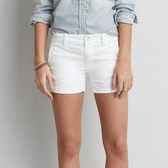 AEO Twill X Midi Shorts ($40) ❤ liked on Polyvore featuring shorts, white, stretch shorts, american eagle outfitters, white shorts, low rise shorts and fitted shorts