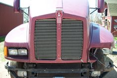 Before photo: This is a wrecked Kenworth T-600.