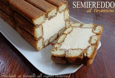 Semifreddo al tiramisu -This looks good! Italian Desserts, Mini Desserts, Frozen Desserts, Sweet Desserts, Sweet Recipes, Delicious Desserts, Cake Recipes, Dessert Recipes, Parfait