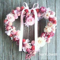 女子憧れのぷっくりハートのお花がいっぱい!胸キュン♡♡  【送料無料】 センニチコウの赤がキュート♪ strawberryfields ストロベリーフィールズ/お誕生日/結婚祝い/開店祝い/内祝い/プリザーブドフラワー/ドライフラワー/リース