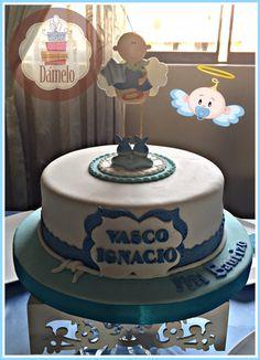 Bautizo!!! Torta sabor vainilla con chips, forrada con masa fondant, decorada con la misma masa y muñequito. #bautizo, #tortabautizo, #cupcakesbautizo, #galletasbautizo, #galletascruz