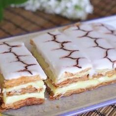 Mille feuille is a classic French dessert, and this recipe is deceptively easy to make! Using shop-bought puff pastry makes your life a lot easier, and you can make the pastry cream a day ahead of time. Food Cakes, Cupcake Cakes, Cupcakes, Sweet Recipes, Cake Recipes, Dessert Recipes, Desserts Français, Classic French Desserts, Tray Bakes
