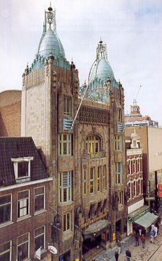 Tuschinski - Google zoeken Amsterdam City Centre, I Amsterdam, Gaudi, Barcelona Cathedral, Netherlands, Holland, Dutch, Art Deco, Architecture