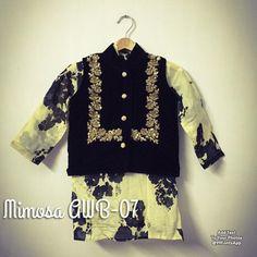 Kids Dress Wear, Mom Dress, Kids Wear, Stylish Dress Designs, Stylish Dresses, Boys Clothes Style, Boys Style, Kids Ethnic Wear, Boys Kurta