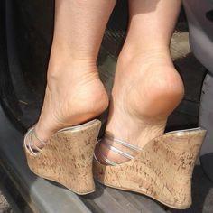 Instagram 上的 @ballerina_and_heel:「 #flatshoes #ballerinashoes #shoeplay #heelpop #arche #heel #sole #feet #foot #pied #ballerines #sexyfoot #sexyfeet #shoesfetish #feetfetish… 」 Feet Soles, Women's Feet, Strappy Heels, Stiletto Heels, Wedge Heels, Wendy Williams Fashion, Transparent Heels, Feet Gallery, Sexy Legs And Heels