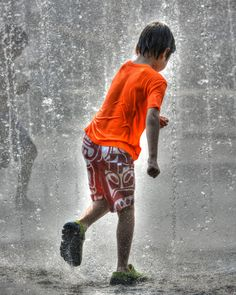 https://flic.kr/p/sWTtnU   Water Fun   Irresistible allure of water... fun and good times!  Freeze Frame!  ZOOM IN  !!!