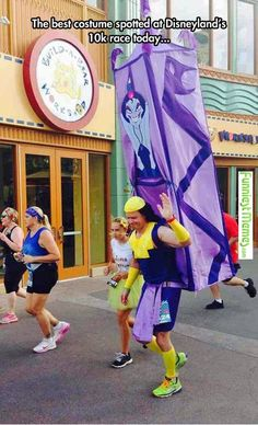 Best costume at Disneyland Half Marathon - Marat . - Best costume at the Disneyland half marathon – the - Disney Pixar, Kuzco Disney, Disney Amor, Disney And Dreamworks, Disney Magic, Disney 10k, Disney Frozen, Disney Characters, Cool Costumes