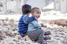 Sei que o propósito deste espaço é outro... Mas com a guerra na Síria atingindo um novo extremo de crueldade é impossível não falar nada sobre Aleppo. Não vou entrar no mérito do quão horripilante é o que vem acontecendo acredito que estamos todos em choque e indignados... E também um tanto impotentes diante de tudo. Mas existe algo que podemos fazer: ajudar as instituições que estão atuando lá. Para quem puder contribuir estas são algumas delas:  @msf_brasil  @savethechildren  @theirc…