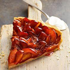 A runda Zwetschgendatschi : Traditional Plum Cake, an autumn staple in every German home, coffee house and bakery.
