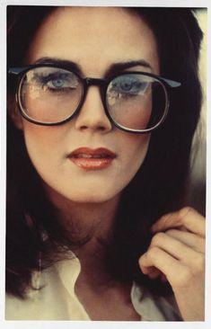 Lynda Carter Young, Linda Carter, Beautiful Celebrities, Beautiful Actresses, Beautiful Ladies, Hulk Sketch, Dame Diana Rigg, Geek Glasses, Dc Comics Girls