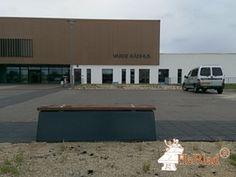 Betonbank DeLuxe Antraciet bij Varde Kommune, Naturcenteret in Varde