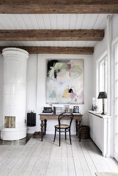 A few strong pieces can make a room. Here, a thoughtfully composed Danish country home office. Home Interior, Interior And Exterior, Interior Decorating, Stylish Interior, Design Interior, Deco Design, Design Case, Danish Country, Home Office