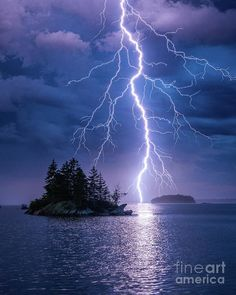 Lightning Sky, Lightning Photos, Thunder And Lightning, Lightning Strikes, Lightning Photography, Storm Photography, Nature Photography, Photography Tips, Portrait Photography