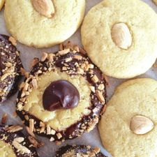 gotta try this recipe!  It has lard which is what you need for these cookies if you want the taste to be authentic.