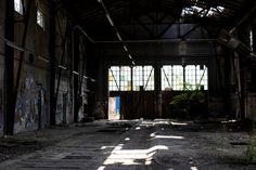Architekturfotografie in einer alten Lagerhalle Duchamp, Warehouses, Light And Shadow, Scenery Photography, Eye, Architecture