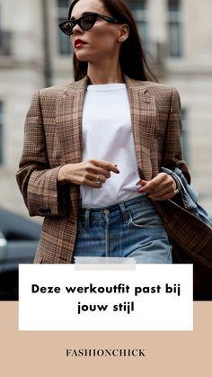 Kan jij iedere dag je eigen werkoutfit bepalen? Lucky you! Toch is er ook één klein nadeel. Je staat iedere dag opnieuw voor de spiegel met de vraag wat je nou weer aan moet. Keuzestress alert!  Natuurlijk is het afhankelijk van je functie hoe jij je dagelijks kleedt, maar gelukkig kun je altijd dicht bij jezelf blijven door je outfit aan te passen aan je stijl.  Werk | Business | Kantoor | Look | Outfit | Kleding | Blazer | Jurk | Sneakers | Laarzen | Inspiration | More On Fashionchick Office Looks, Skinny, Coat, Jackets, Outfits, Fashion, Down Jackets, Moda, Sewing Coat