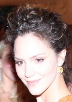 Katharine McPhee shows off natural curls