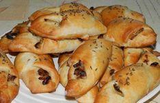 Křupavé cibulové rohlíčky   NejRecept.cz Hot Dog Buns, Hot Dogs, Nutella, Shrimp, Appetizers, Pizza, Potatoes, Bread, Baking