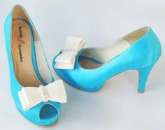 Zapatos de Novia ... Calzado Rodrigo Hernández Color Turquesa con Moño y Aplicación Pedrería  Alto 10cms de Tacón.