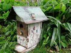 Recycled Crafts Turning Clutter into Creative Homemade Garden Decorations , Wooden Bird Houses, Bird Houses Diy, Unique Gardens, Beautiful Gardens, Homemade Garden Decorations, Homemade Bird Houses, Birdhouse Designs, Birdhouse Ideas, Birdhouse Pole