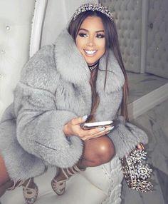 The fur coat is everything Look Fashion, Winter Fashion, Fashion Beauty, Girl Fashion, Mode Outfits, Fashion Outfits, Bar Outfits, Vegas Outfits, Club Outfits