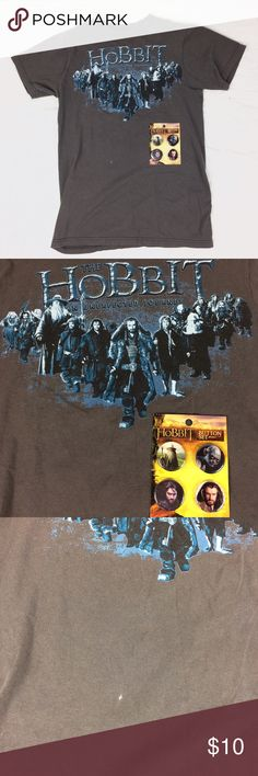 Hobbit shirt and buttons Set of four buttons with the Hobbit t-shirt. Small spot of bleach on the front. Tops Tees - Short Sleeve