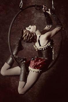 Only thing better than hoop work is fancy-pants vintage hoop work. via Burlesque Performers