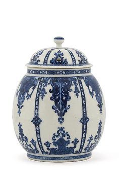 JP: Porcelaine de Saint-Cloud - blue and white chinoiseries-et-pots-pourris