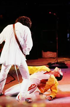 fuckyeahmercury: Freddie Mercury and Brian May... - QUEEN