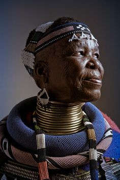 gillsant: África    Esther Mahlangu by daniel_malva on Flickr.