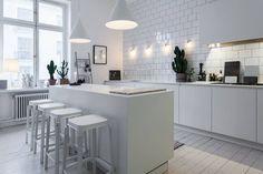 Interior inspiration: Lotta Agaton's home Kitchen Interior, Interior Design Living Room, Kitchen Dining, Kitchen Decor, Kitchen Island, Design Kitchen, House Doctor, Cuisines Design, Küchen Design